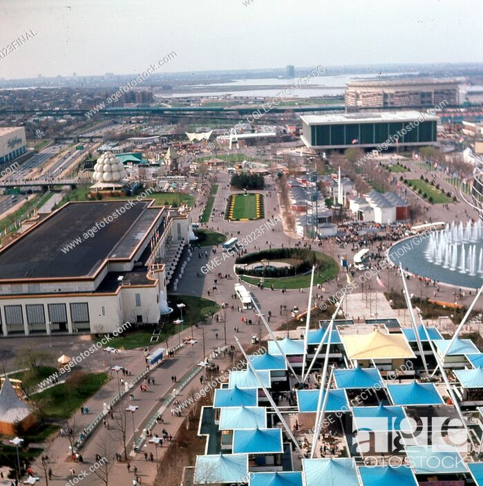 Imagen: Panoramic aerial view facing north from the New York State Pavilion observation towers along the Avenue of The States, at the New York World's Fair in Flushing.