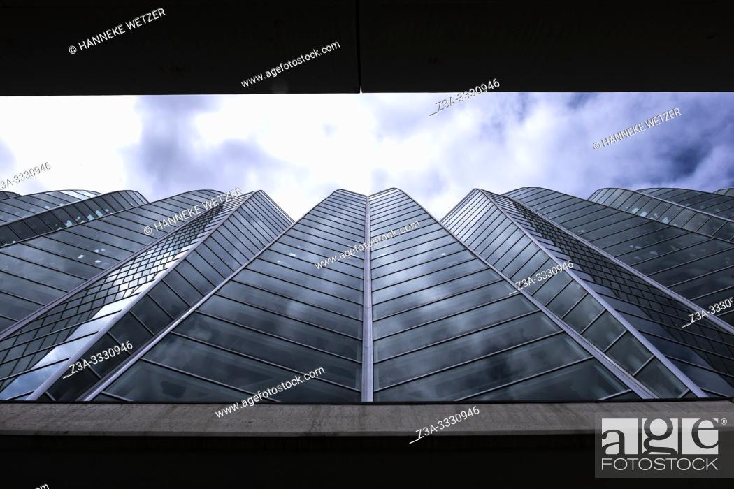 Stock Photo: Science museum in Valencia, City of Arts and Science, Ciudad de las artes y las ciencias, Spain, Europe.