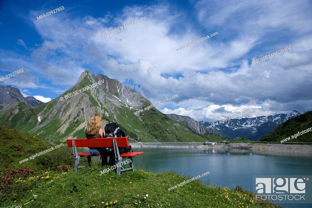 Stock Photo: Austria, Vorarlberg, Lech am Arlberg, Lech-Valley, Spuller-Lake, woman,.