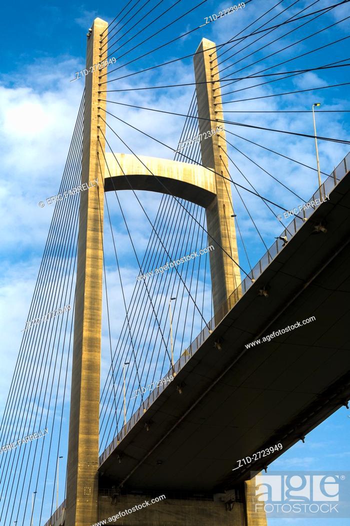 Imagen: Egypt, Suez Canal. Bridge of Peace (aka Peace Bridge).