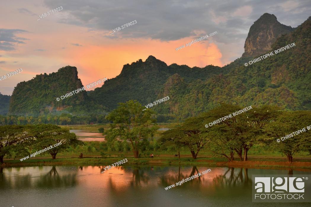 Imagen: Myanmar, Kayin (Karen) State, Hpa-An, Kyauk Kalap pond.