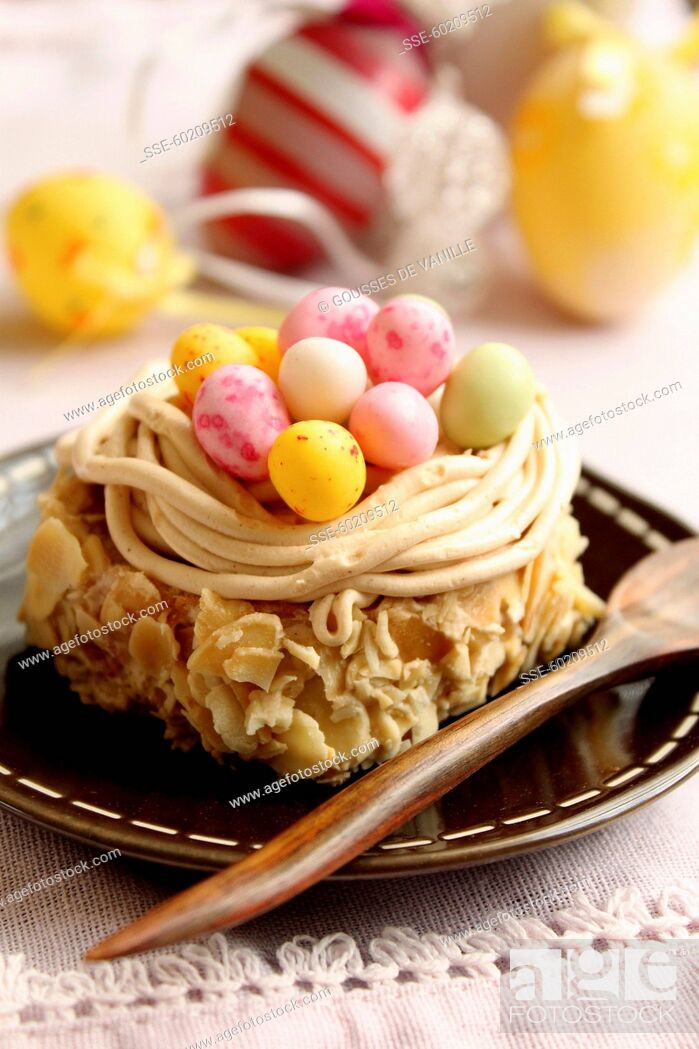 Stock Photo: Cheap, Selective Focus, Beige, Yellow, Difficult, Party, Cake, Color Image, Dish, Pastry, Prepared, Long, Dessert, Easter, Individual, Style, Nest, Calorific