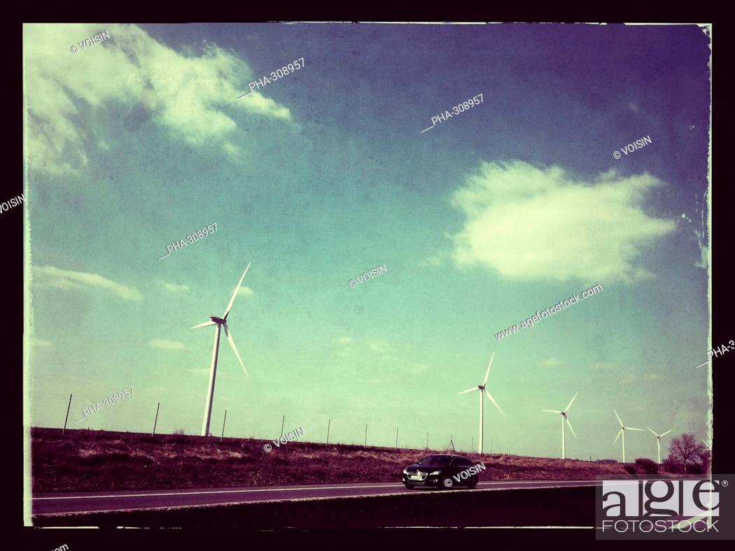 Imagen: Wind turbines.