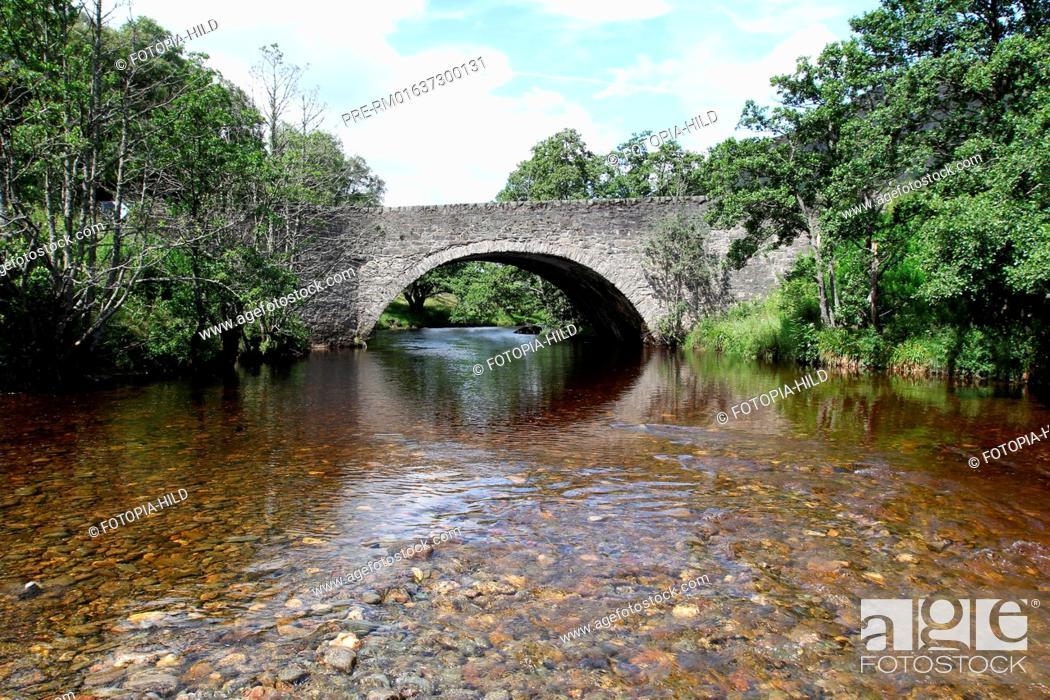 Imagen: Newton Bridge over River Almond near Newton, Perth and Kinross, Highlands, Scotland, United Kingdom / Newton Bridge über den River Almond bei Newton.