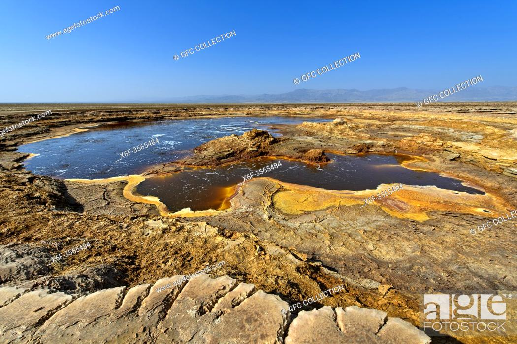 Photo de stock: The Gaet'ale pond, also oily lake, with hypersaline water, Dallol geothermal area, Hamadela, Danakil depression, Afar triangle, Ethiopia.