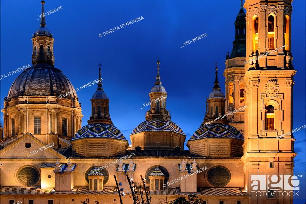 Imagen: Catedral-Basílica de Nuestra Señora del Pilar de Zaragoza, Cathedral-Basilica of Our Lady of the Pillar seen across Ebro river, Zaragoza, Aragón, Spain, Europe.