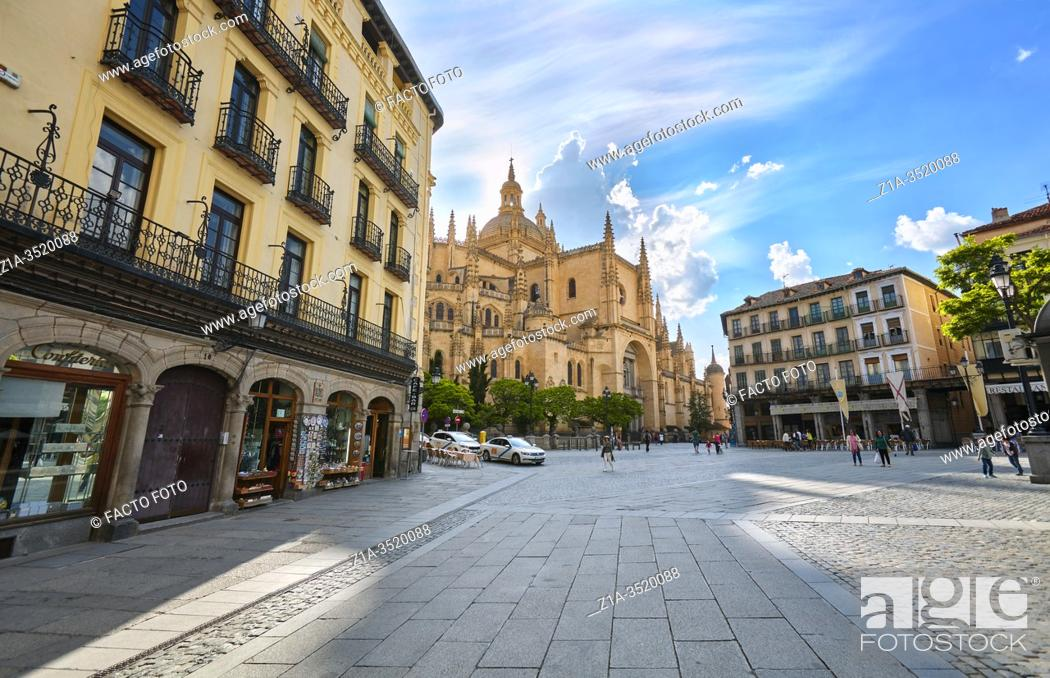 Imagen: The Plaza Mayor, cityâ. . s main square, with the cathedral at the background. Segovia. Castile and Leon. Spain.