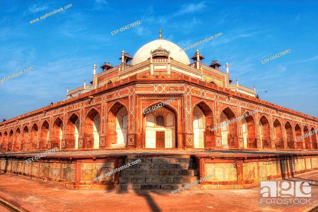 Photo de stock: humayun's tomb complex in new delhi, india taken during warm midday.