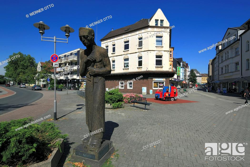 Stock Photo: Germany, Oberhausen, Oberhausen-Sterkrade, Lower Rhine, Ruhr area, Rhineland, North Rhine-Westphalia, NRW, Zilian Square and Bahnhofstrasse, shopping street.