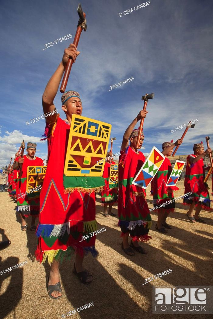 Imagen: Indigenous people with traditional costumes during a performance at the Inti Raymi Festival 2018 in Saqsaywaman Archaeological Site, Cusco, Peru, South America.