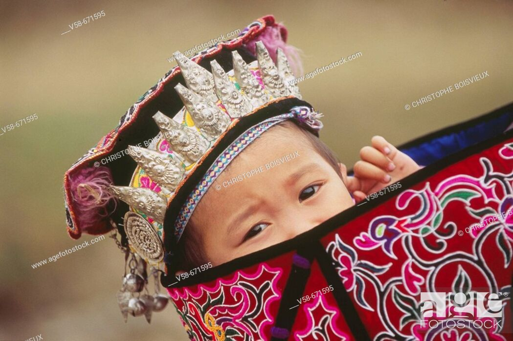 Stock Photo: Shui child, dabian village, guizhou, China.
