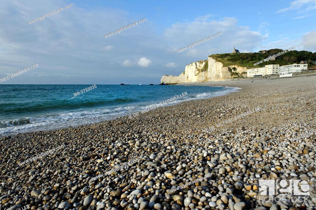 Stock Photo: Beach with white cliffs, Étretat, Département Seine-Maritime, Upper Normandy, France.