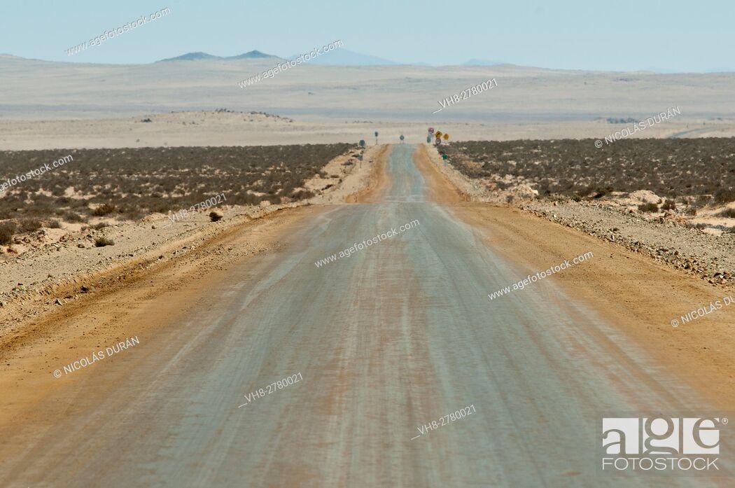 Stock Photo: Dirt road. Pacific Coast. Región de la Serena. IV Región de Coquimbo. Chile. South America.