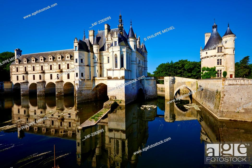 Stock Photo: France, Indre-et-Loire, Chenonceau Castle and the Cher river.