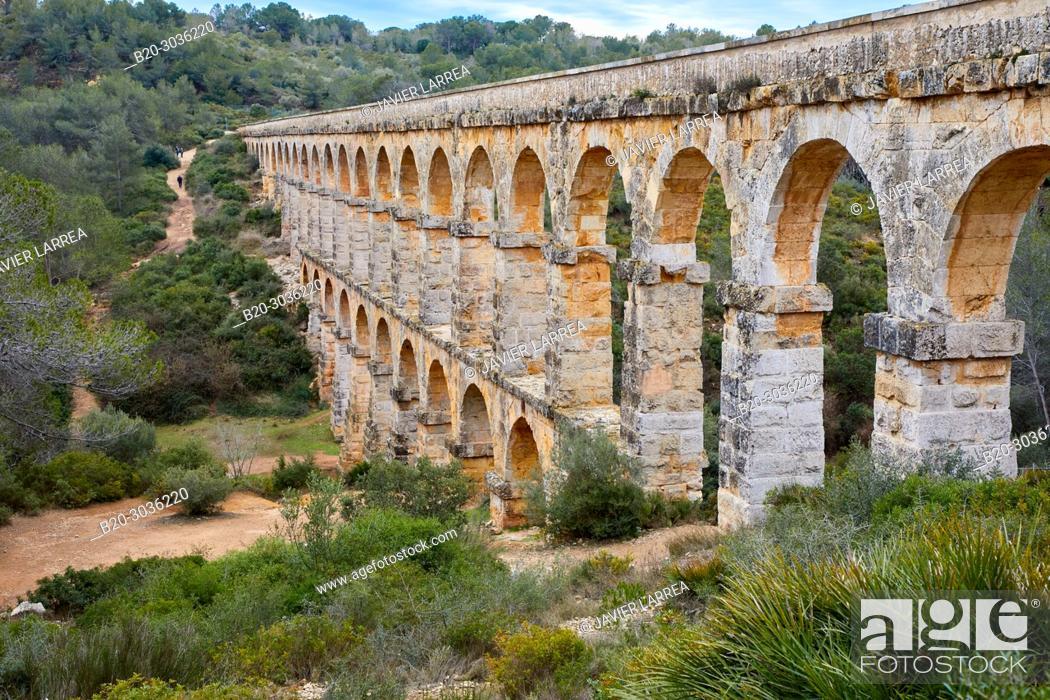 Photo de stock: Aqueduct de les Ferreres, Pont del Diable Devil's Bridge Roman aqueduct, Tarragona, Catalonia, Spain.