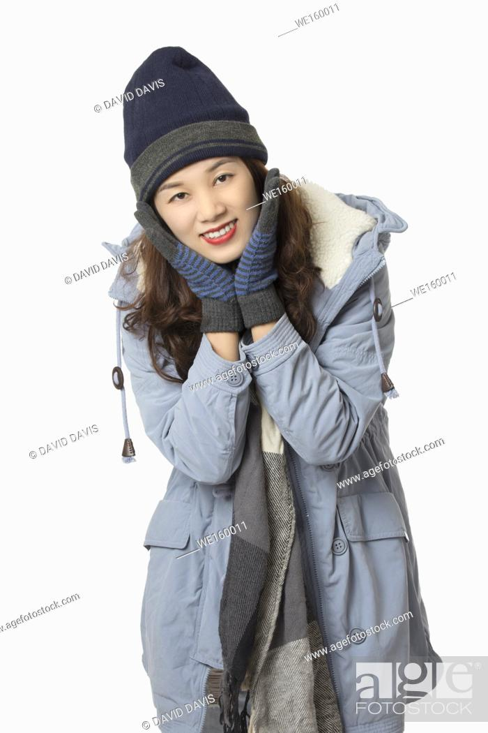 Imagen: Beautiful Asian woman wearing winter clothes isolated on a white background.