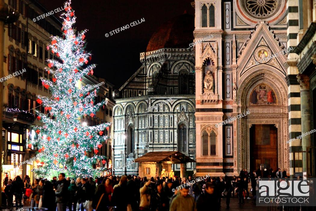 Christmas In Florence Italy.Christmas In Cathedral Square Florence Tuscany Italy