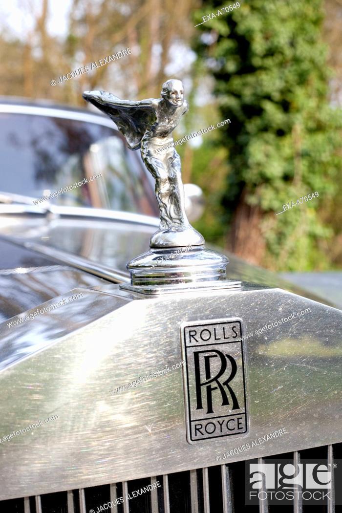 Imagen: Rolls-Royce front side with Emily Figure.