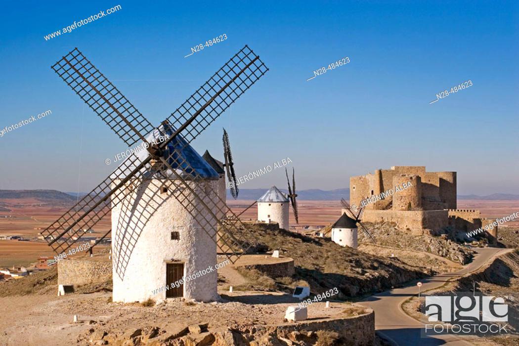 Photo de stock: Windmills and castle. Consuegra. Toledo province. Castilla-La Mancha. Spain.
