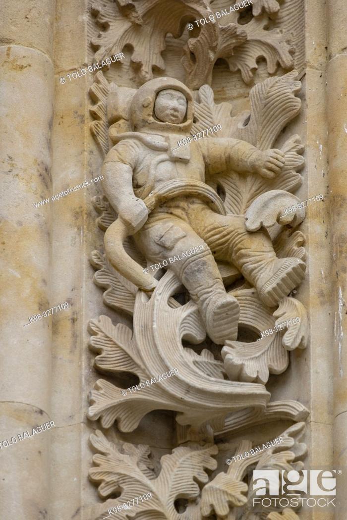 Stock Photo: figura de un astronauta , puerta de Ramos, Catedral de la Asunción de la Virgen, Catedral Nueva, Salamanca, comunidad autónoma de Castilla y León, Spain.
