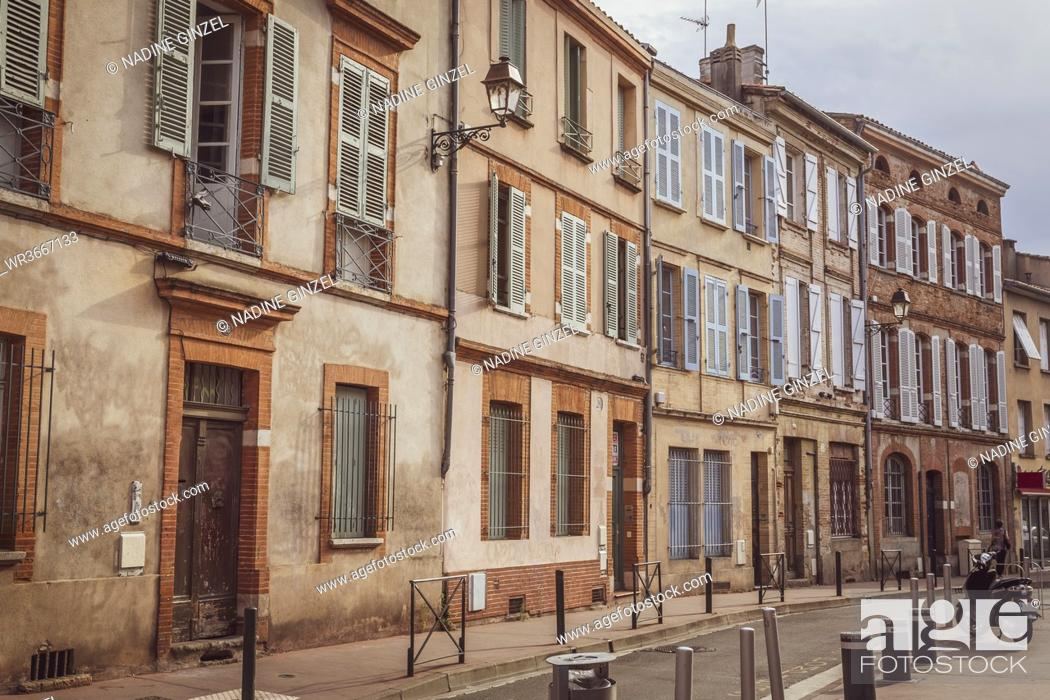 Stock Photo: France, Haute-Garonne, Toulouse, Row of old townhouses.