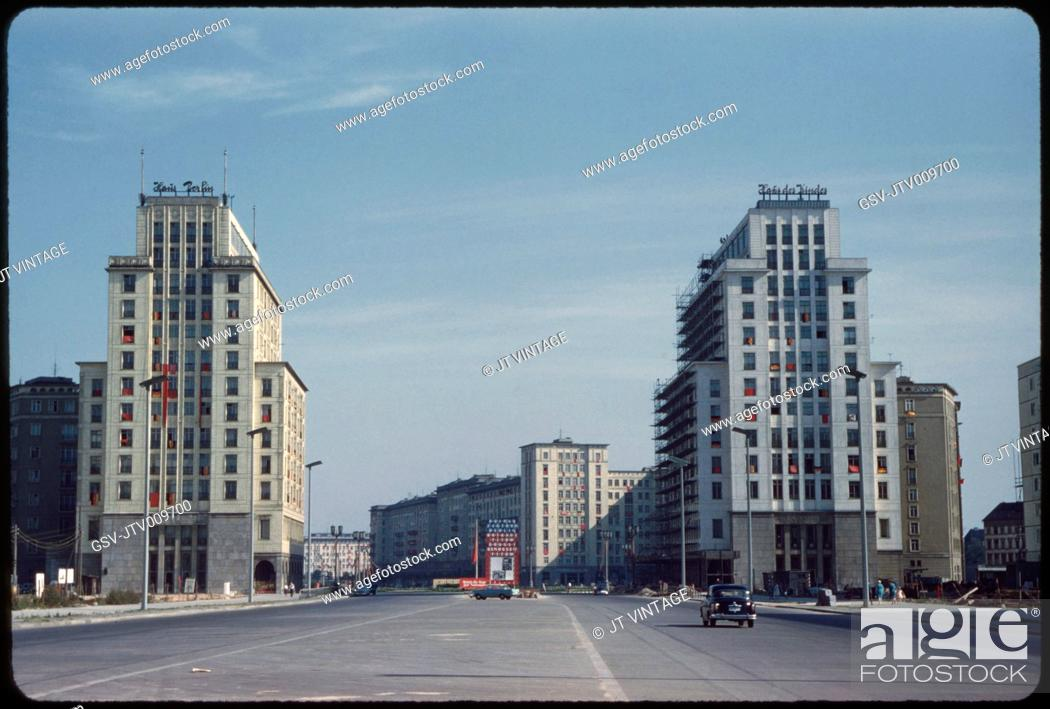 Imagen: Stalinallee, East Germany, German Democratic Republic, 1961.