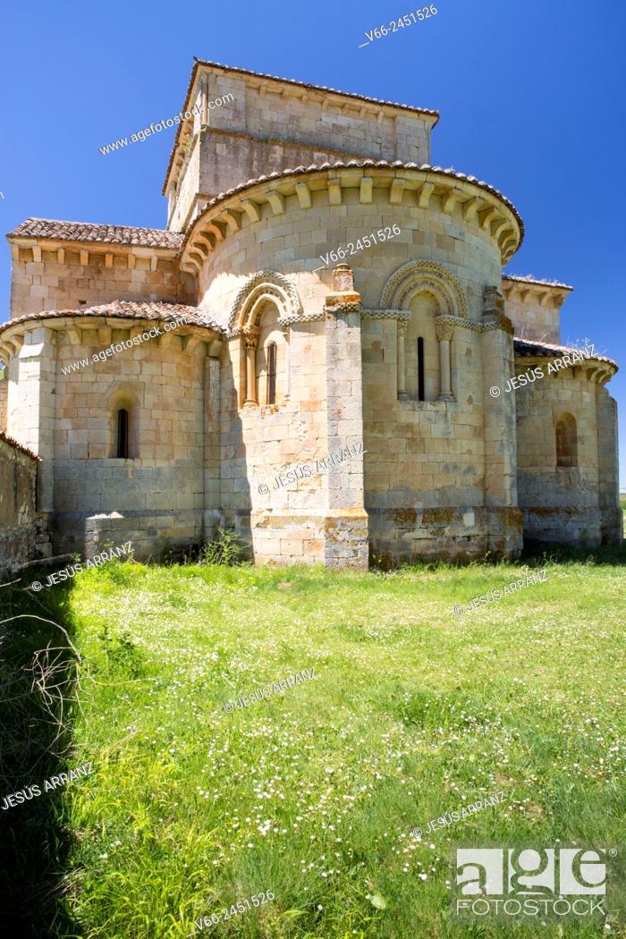 Imagen: Romanesque church of Santa Eufemia de Cozollos, Olmos de Ojeda, Palencia, Spain.