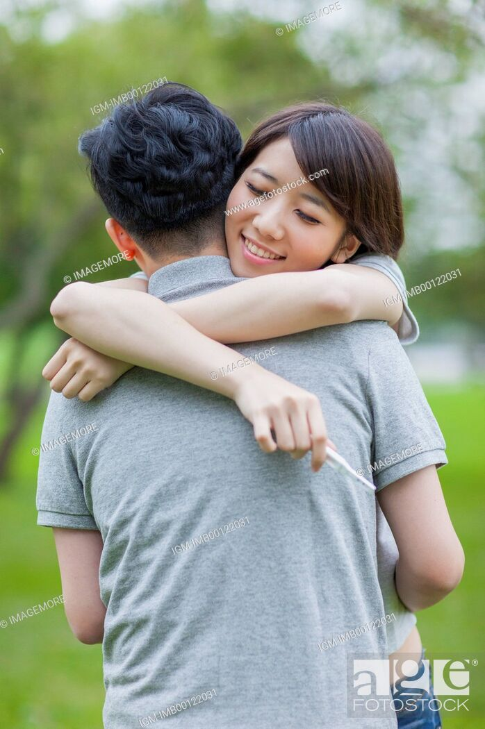 Imagen: Young couple embracing with smile,.