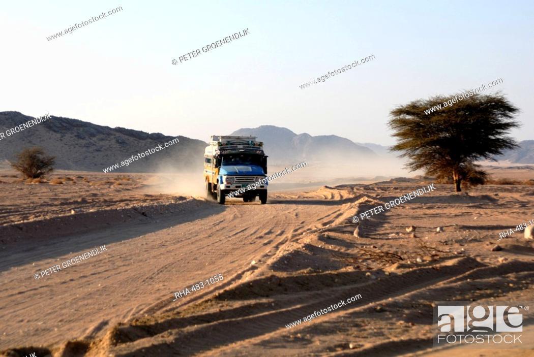 Imagen: Public transport, Nubian Desert, Sudan, Africa.