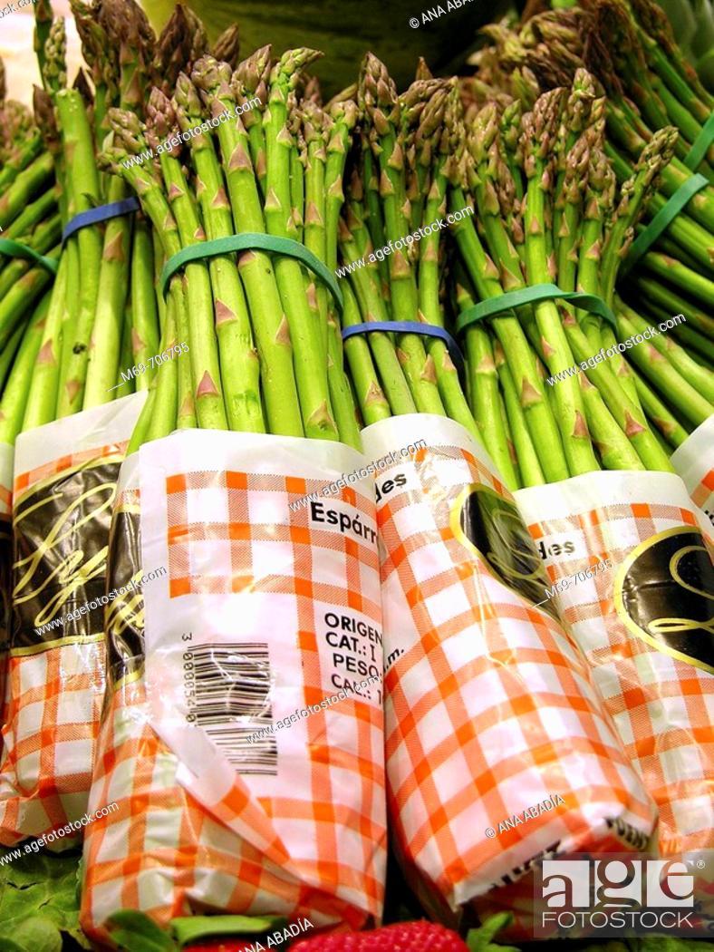 Stock Photo: Asparagus. La Boquería market. Barcelona. Spain.