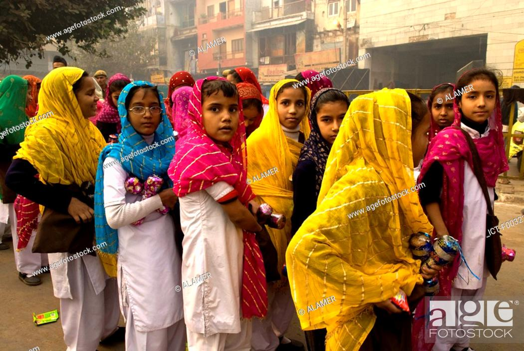 Stock Photo: India, New Delhi, young indian during the anniversary of the martyr of Guru Tegh Baradur.