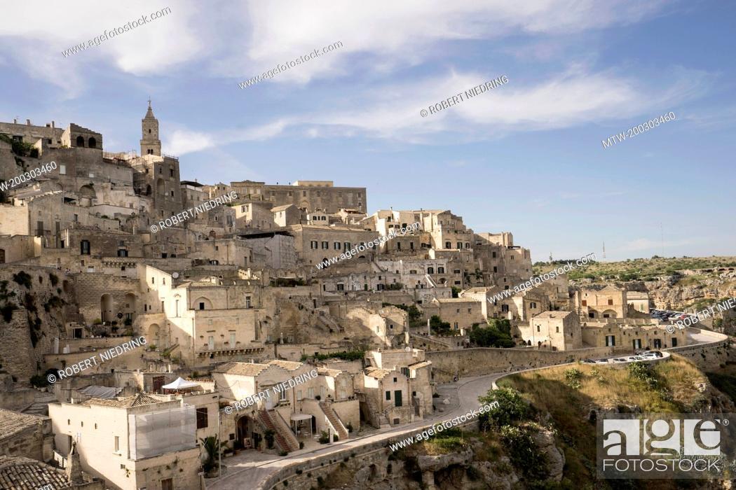 Imagen: High angle view of ancient town of Matera (Sassi di Matera), Basilicata Region, Italy.