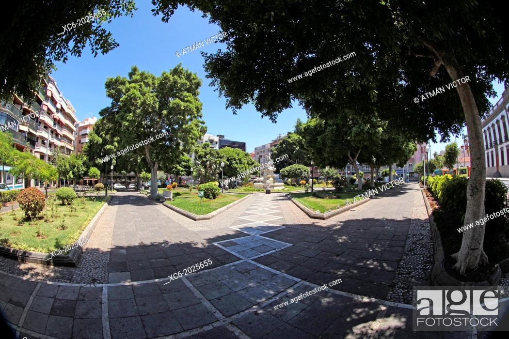 Stock Photo: fisheye view of Weyler Square in Santa Cruz de Tenerife city center . Spain.