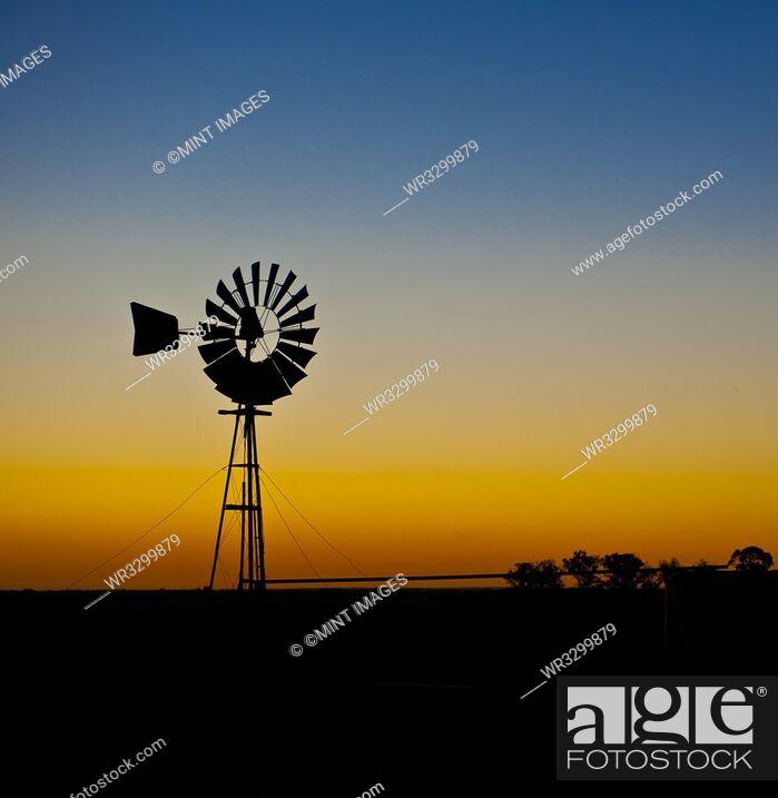 Photo de stock: Windmill in Silhouette.