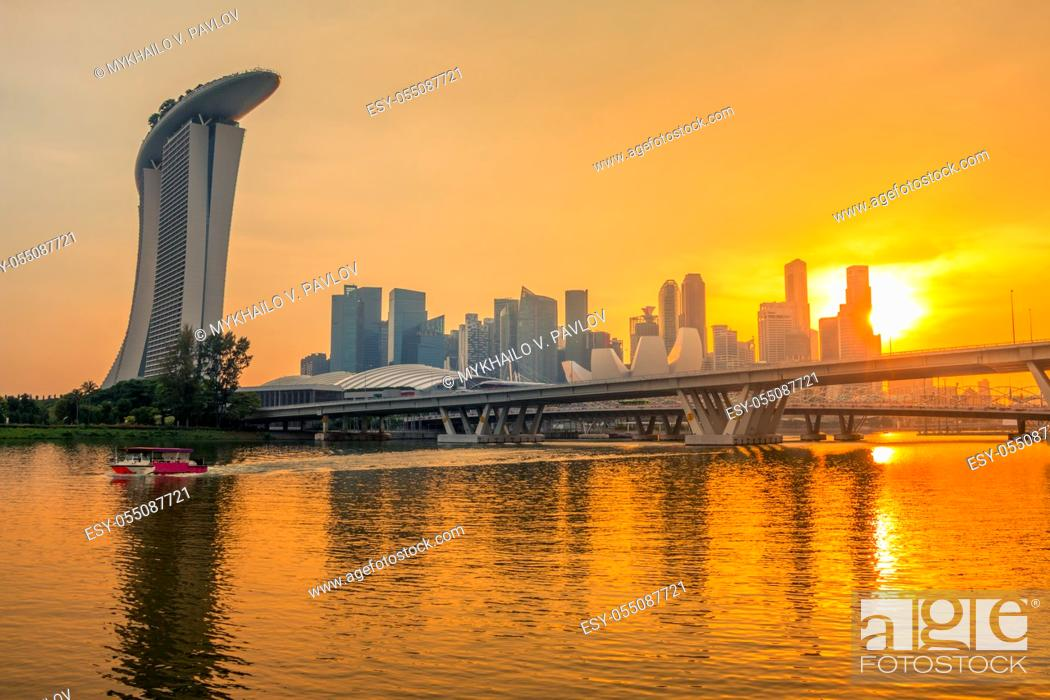 Imagen: Singapore downtown with Sand Hotel, skyscrapers and two bridges. Golden sunset and beautiful night lighting.