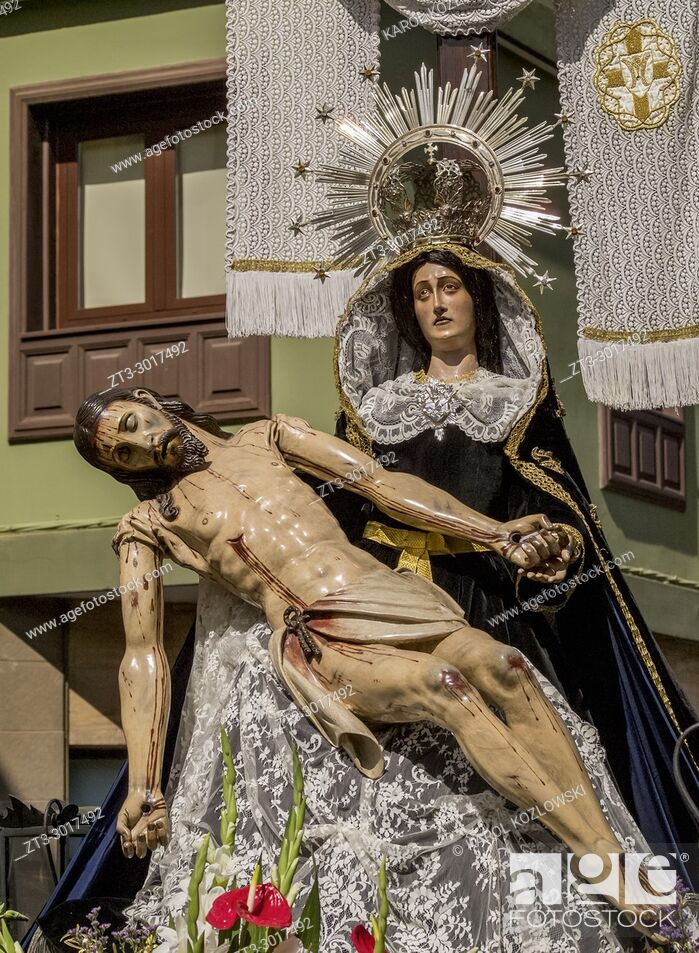 Imagen: Traditional Easter Holy Week Procession in San Cristobal de la Laguna, Tenerife Island, Canary Islands, Spain.