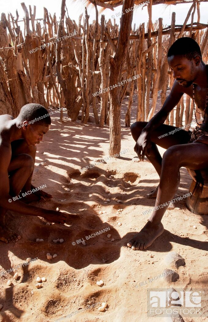 Imagen: Namibia Africa remote Damara Tribe in Damaraland boys playing traditional game called llgus in native village.