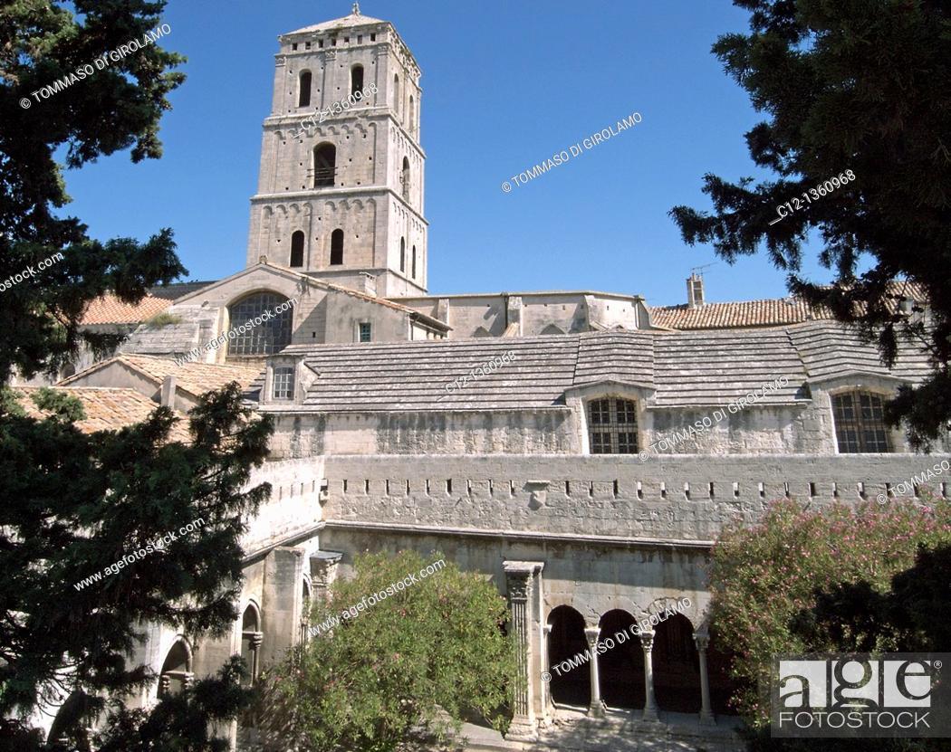 Stock Photo: France, Arles, St.Trophime Cloister.