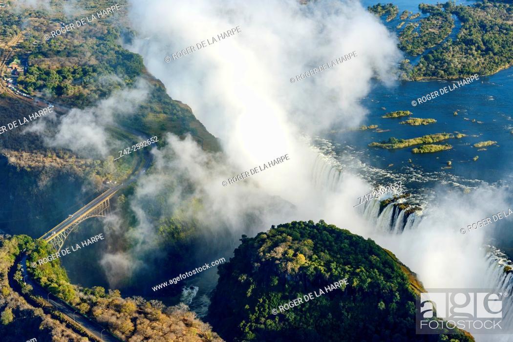 Imagen: Aerial view of Zambezi River and Victoria Falls. Livingstone. Zambia.