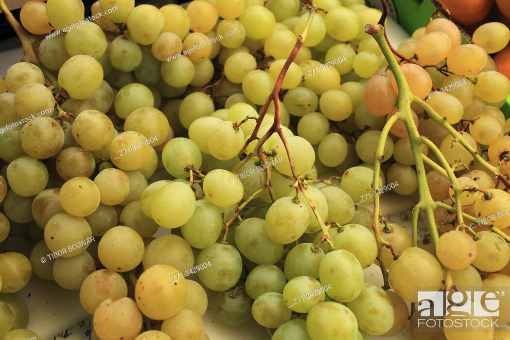 Stock Photo: Croatia, Istria, Rovinj, market, grapes.