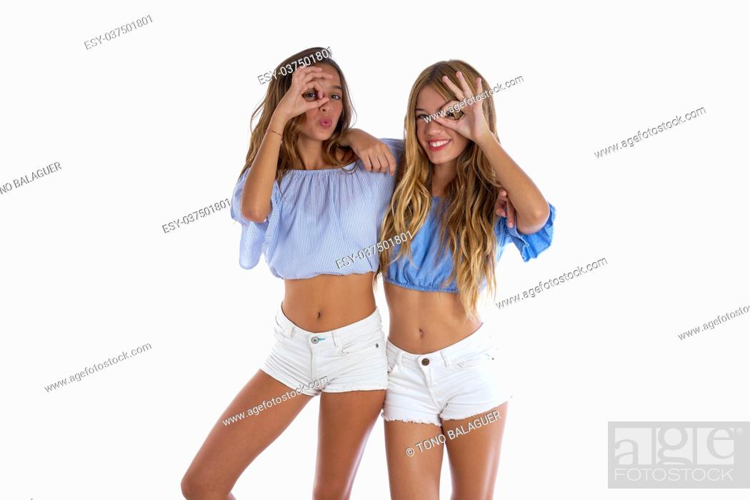 Imagen: Teen best friends girls happy together looking through finger goggles.