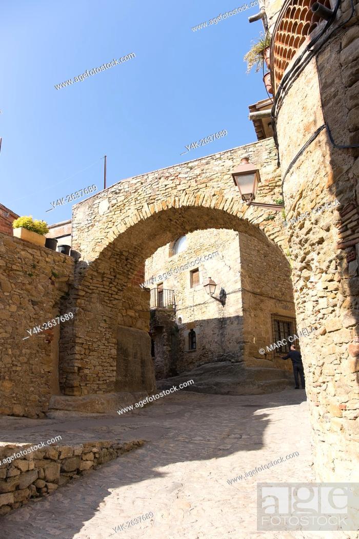 Stock Photo: Peratallada, Girona province, Catalonia, Spain.