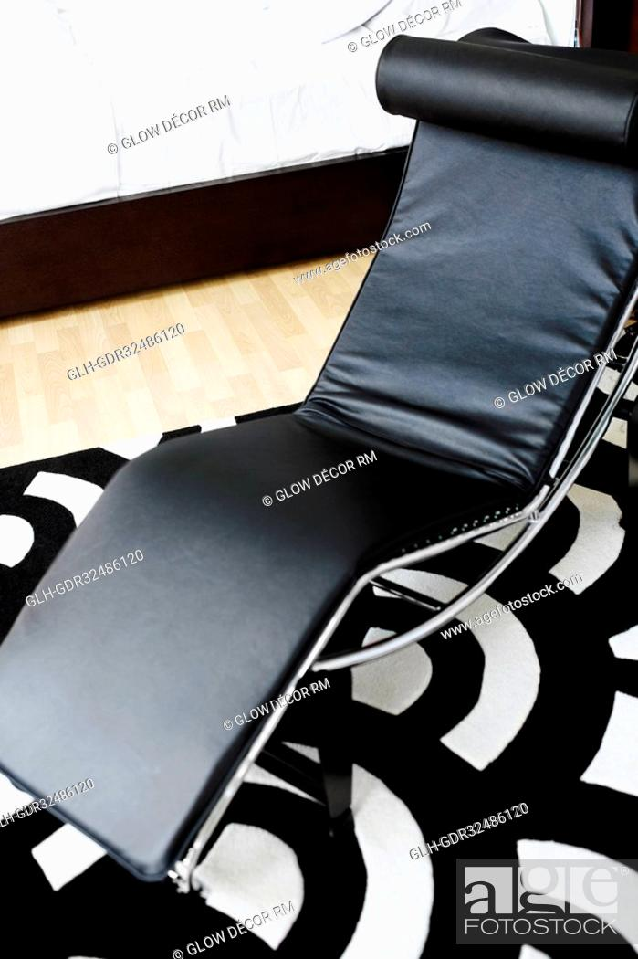 Photo de stock: Reclining chair in the bedroom.