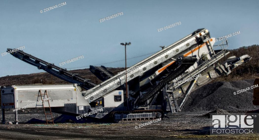 Imagen: Plant for extraction and production of gravel and granite chips. Equipment for processing granite, processor for processing granite, gravel digging.