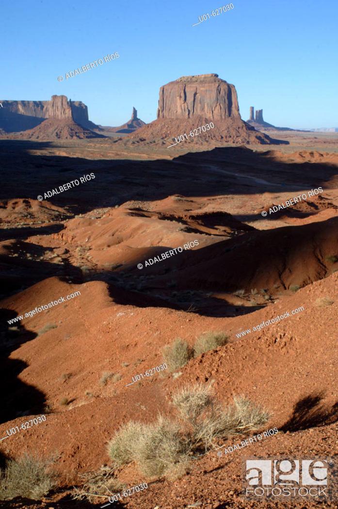 Stock Photo: John Ford's point. Monument Valley. Arizona / Utah. USA/ John Ford point. El Monument Valley se localiza en los limites de Arizona y Utah y forma parte del.