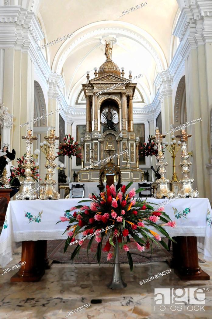Stock Photo: Altar area, Catedral de la Asuncion, 1860, Leon, Nicaragua, Central America.
