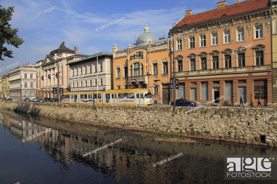 Imagen: Bosnia and Herzegovina, Sarajevo, Obala Kulina Bana, Miljacka River.
