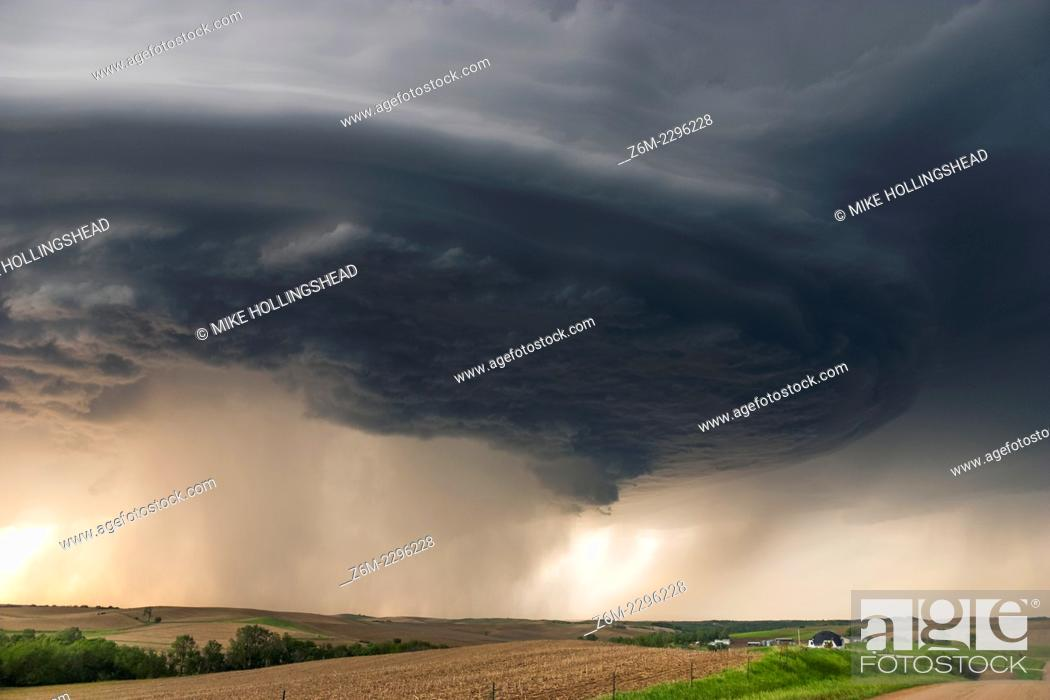 Stock Photo: Long-lived supercell moves across northeast Nebraska May 28, 2004, allmost following highway 12 from Niobrara down to Sioux City perfectly.