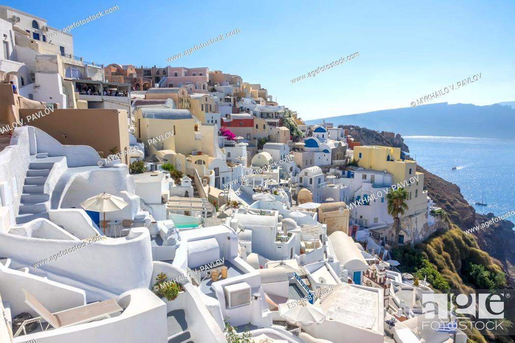 Imagen: Greece. Sunny summer day in Santorini. White houses in the city of Oia on the caldera and sea views.
