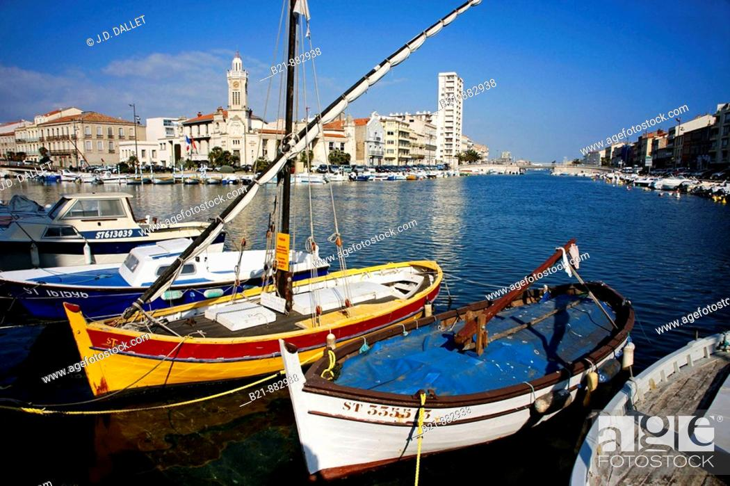 Stock Photo: Canal Royal and Palais Consulaire, Sete, Herault, Languedoc-Roussillon, France.